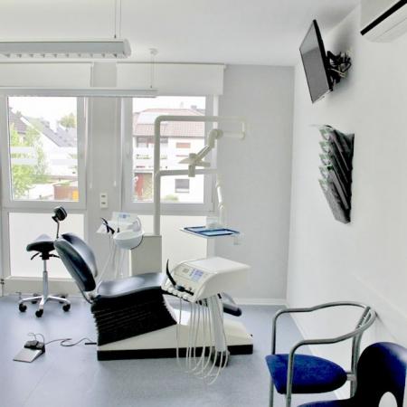 Behandlungszimmer Praxis Fischer Werner